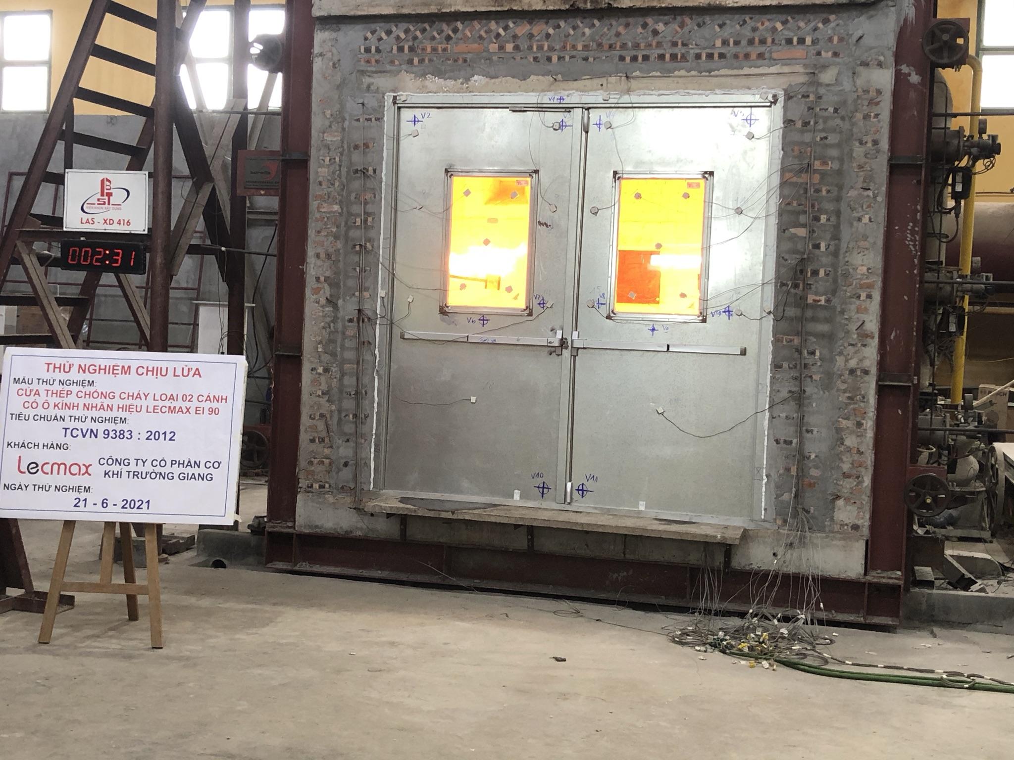 Lecmax thử nghiệm thành công mẫu cửa thép EI90 có kích thước lớn nhất